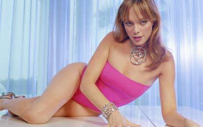 Melinda Clakre - swimsuit