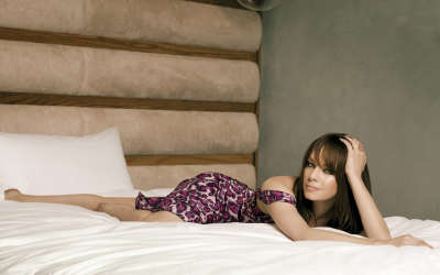 Melinda Clakre in bed
