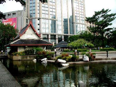 Bangkok Queens Park Next To Emporium