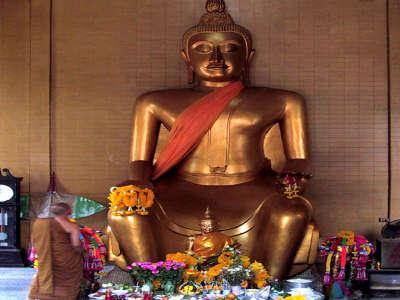 S 048   Bangkok 02 Buddah Statue