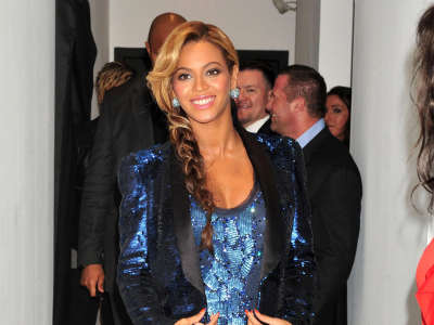 Beyonce Knowles With Her Parfume Pulse