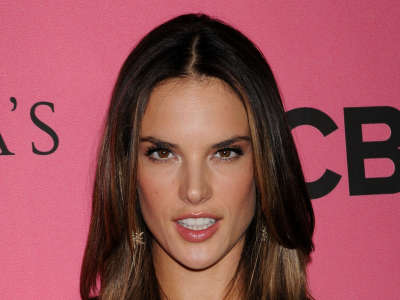 Alessandra Ambrosio At Vicotrias Sectret Show002