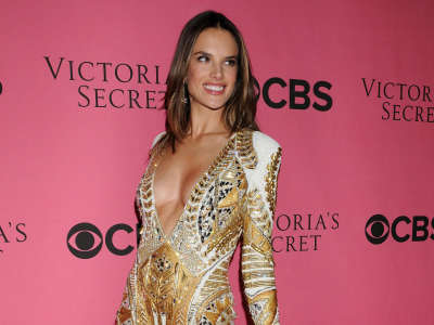 Alessandra Ambrosio At Vicotrias Sectret Show003