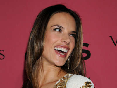 Alessandra Ambrosio At Vicotrias Sectret Show007