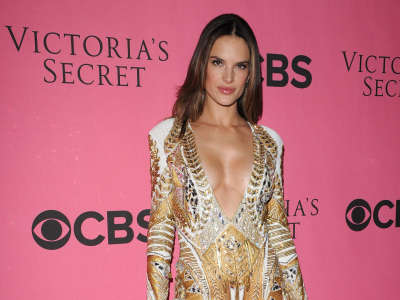Alessandra Ambrosio At Vicotrias Sectret Show022