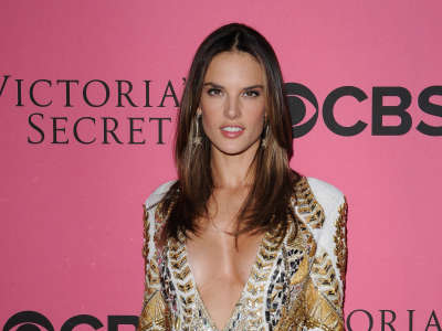 Alessandra Ambrosio At Vicotrias Sectret Show023