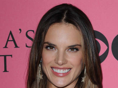 Alessandra Ambrosio At Vicotrias Sectret Show028