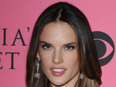 Alessandra Ambrosio At Vicotrias Sectret Show029