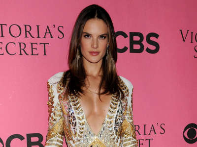 Alessandra Ambrosio At Vicotrias Sectret Show036