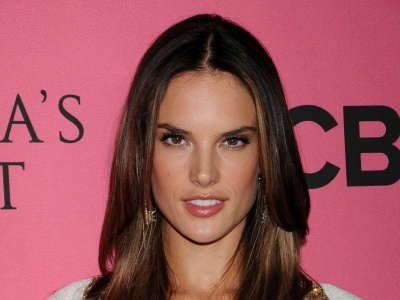 Alessandra Ambrosio At Vicotrias Sectret Show038