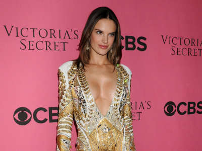 Alessandra Ambrosio At Vicotrias Sectret Show041