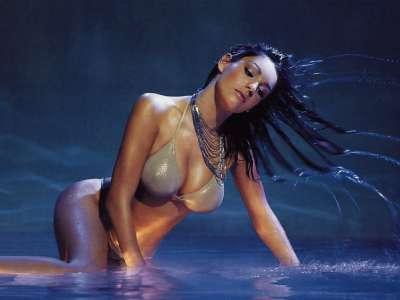 Kelly Brook in water