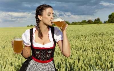 German Woman Drinking Beer Wallpaper2x720