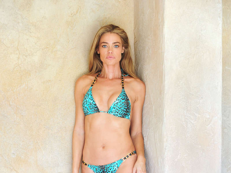 800x600 bikini desktop wallpaper