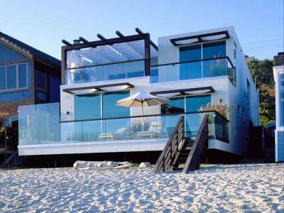 Modern Beach House In Malibu