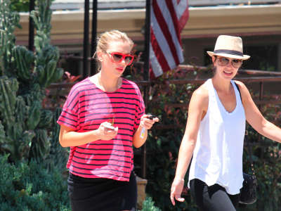2 Scarlett Johansson Out And About Candids In Hollywood
