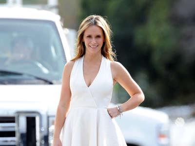 Jennifer Love Hewitt The Client List Set Candids In Los Angeles