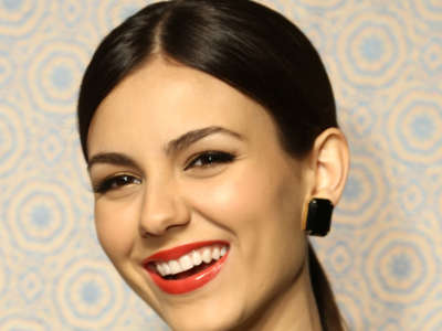 Victoria Justice Alice + Olivia By Stacey Bendet Fashion Show In New York City