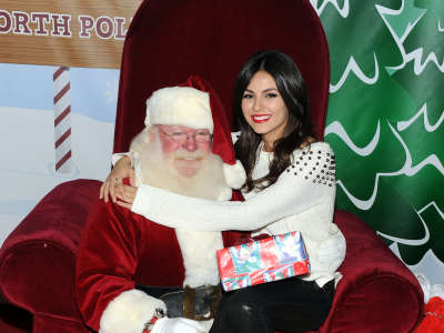Victoria Justice Delta Airlines Holiday In The Hangar In Los Angeles