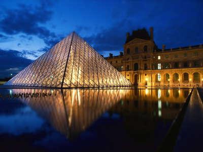 Louvre Paris Noite